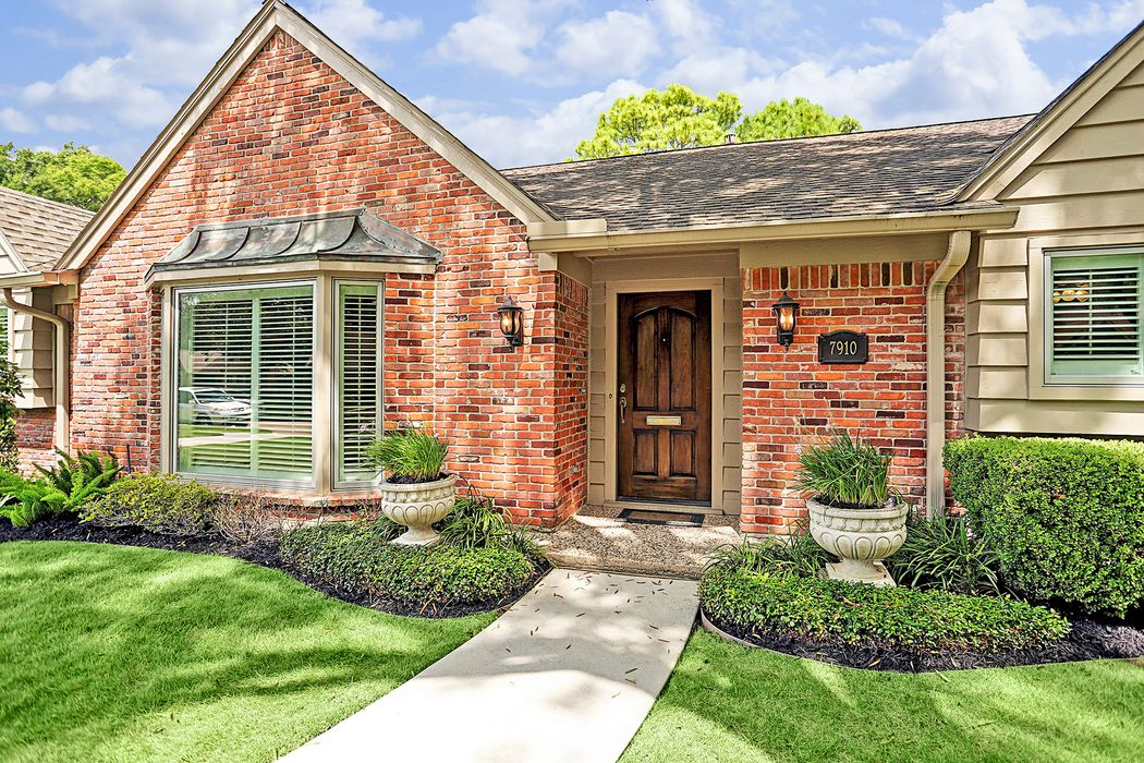 7910 Meadowbriar Lane Houston, TX 77063