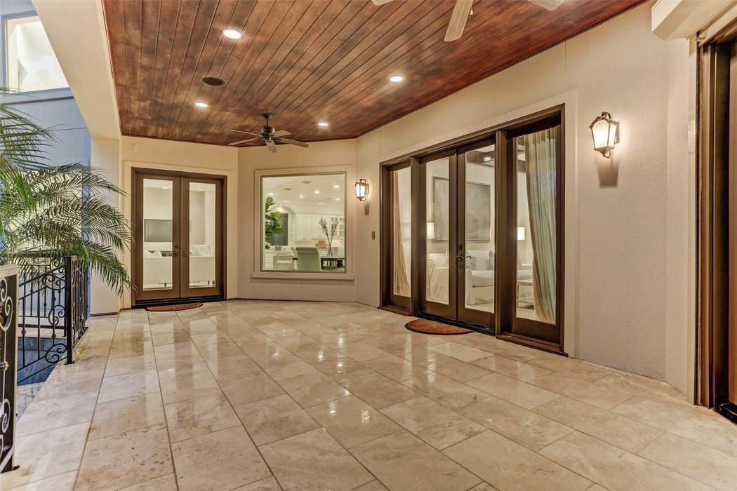 5407 Pine Street Bellaire, TX 77401