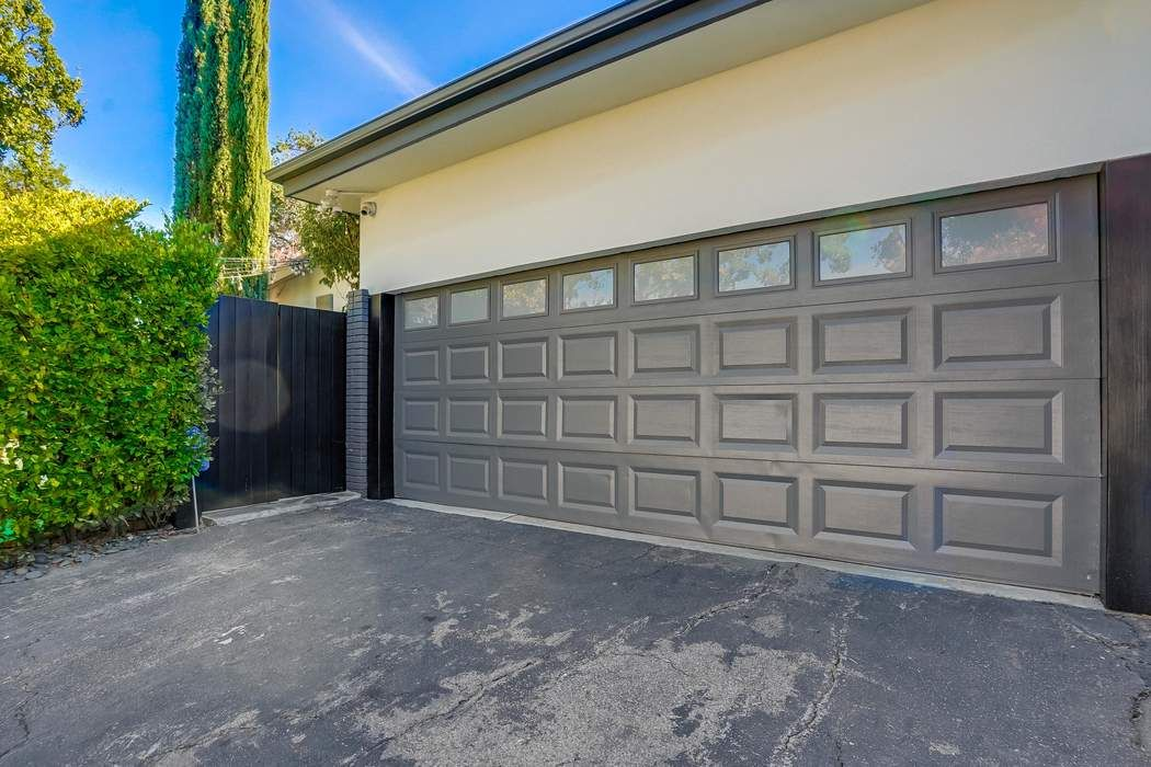 15844 Valley Vista Boulevard Encino, CA 91436