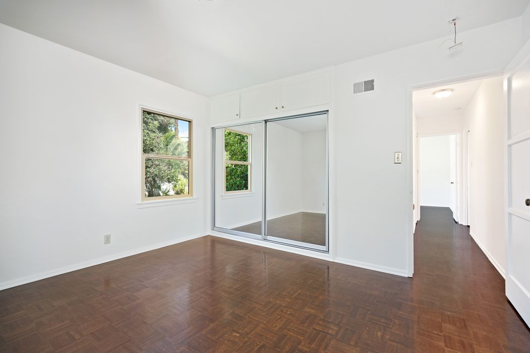 15511 Earlham Pacific Palisades, CA 90272