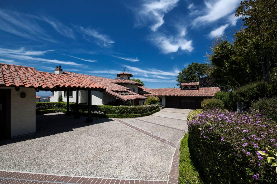 22348 Regnart Road Cupertino, CA 95014