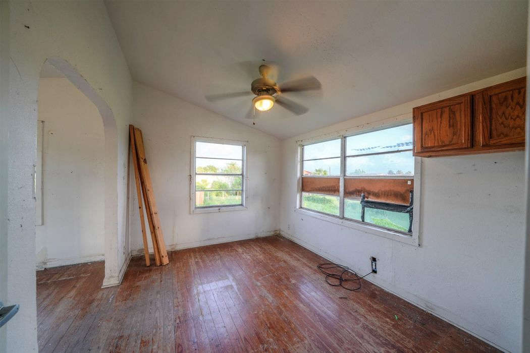 1223 11th Street San Leon, TX 77539