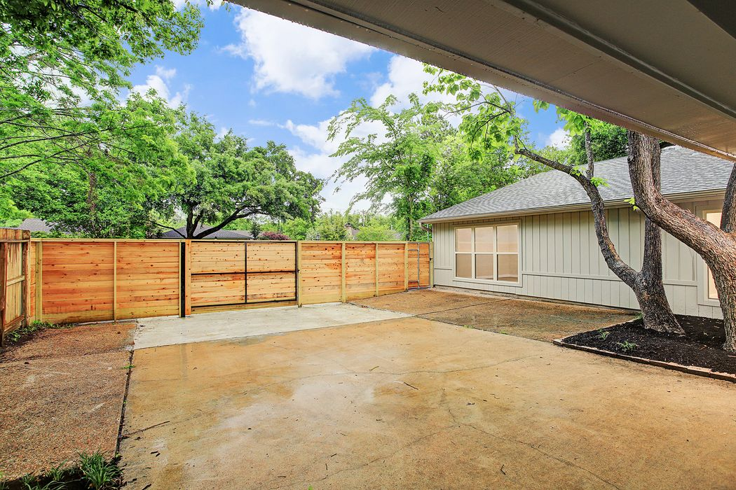 10002 Locke Lane Houston, TX 77042