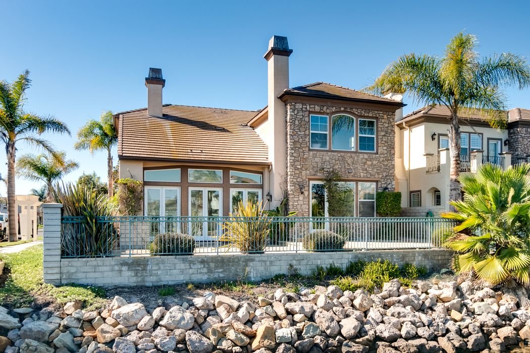 1554 Twin Tides Place Oxnard, CA 93035