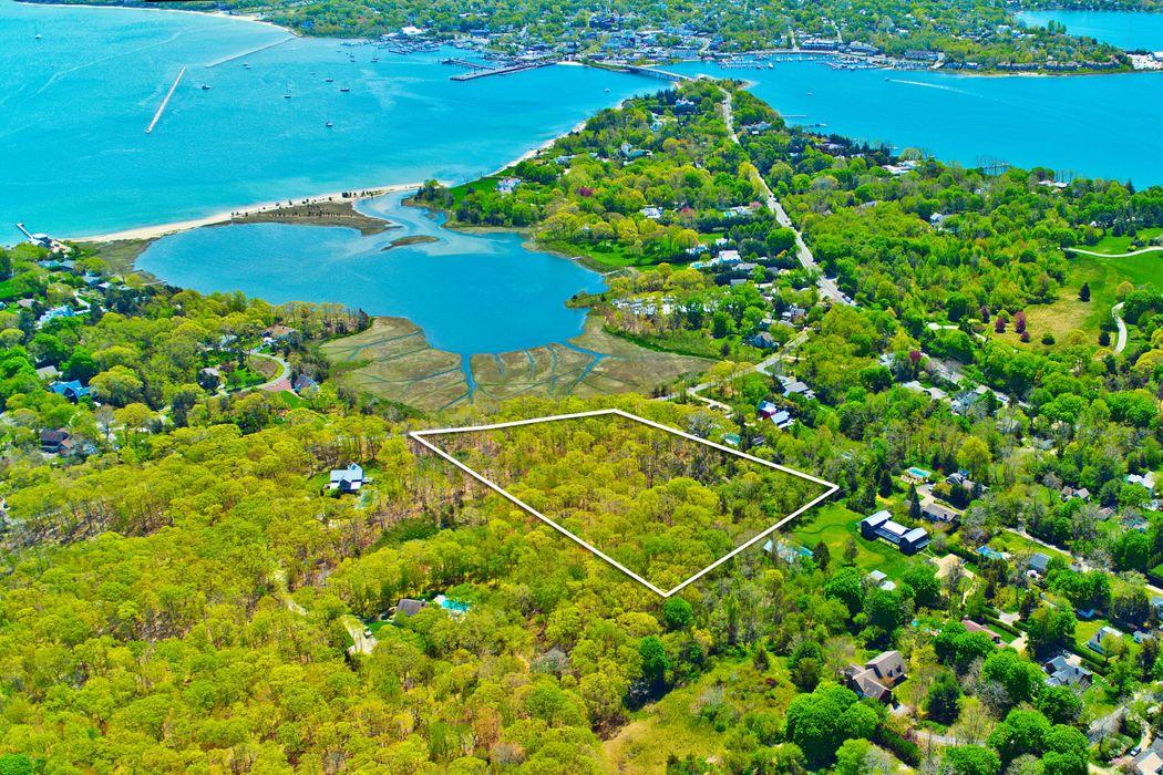 27 Fresh Pond Road Sag Harbor, NY 11963