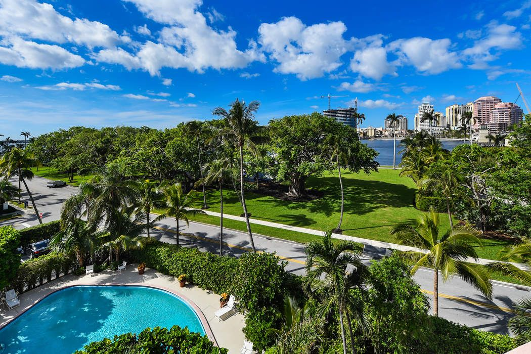 315 S Lake Dr Palm Beach, FL 33480