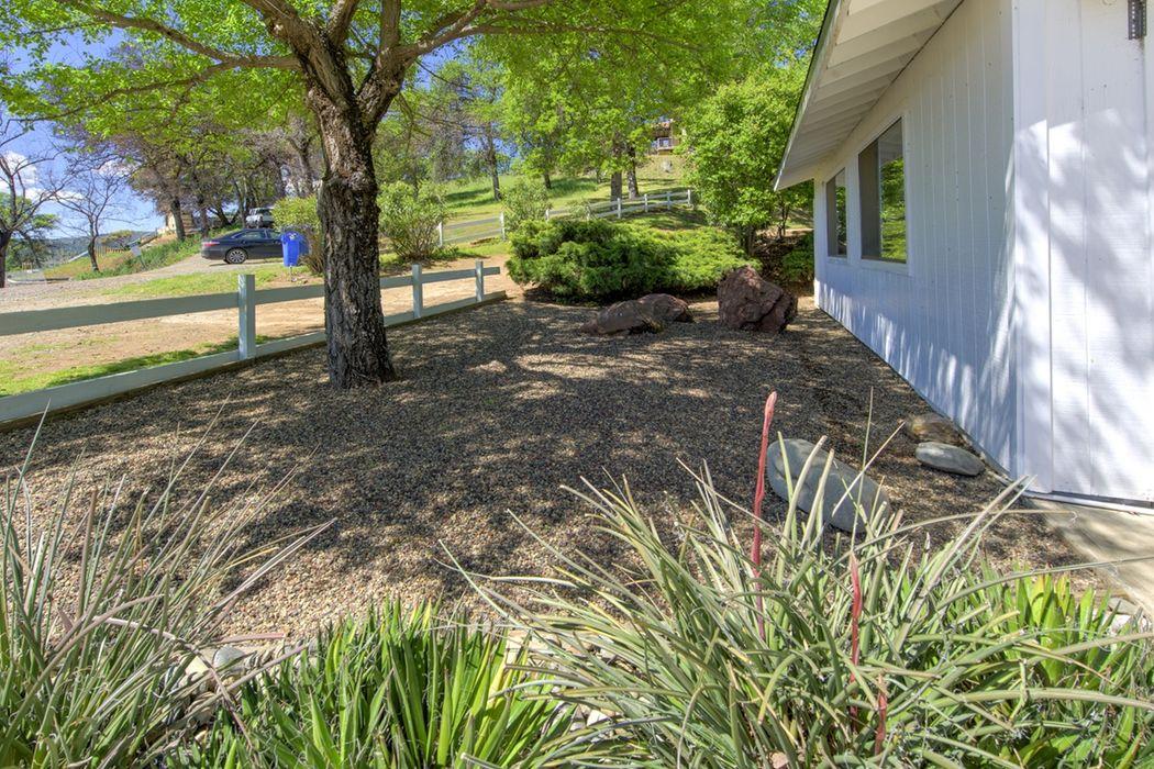 3060 Oak Crest Dr Clearlake, CA 95422