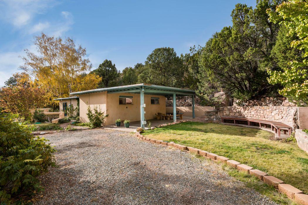 5 Via De Zorritos Santa Fe, NM 87506