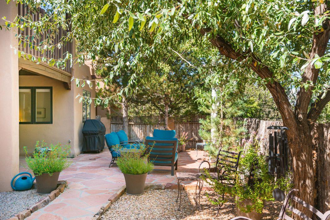 698 La Viveza Court Santa Fe, NM 87501