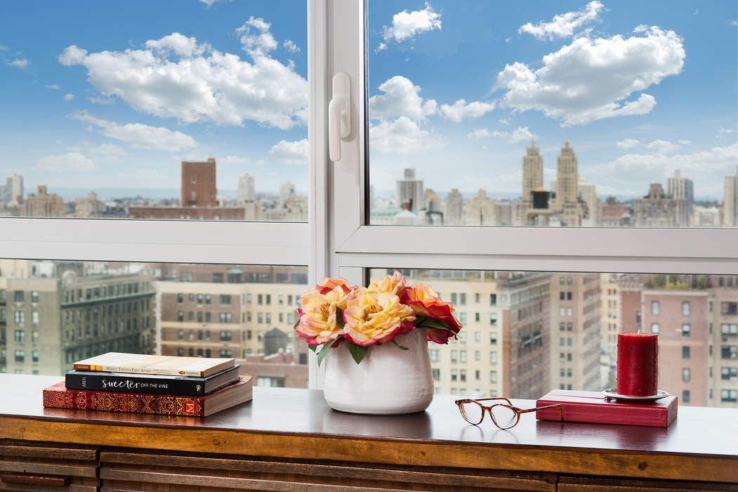 200 East 94th Street, Apt 2910