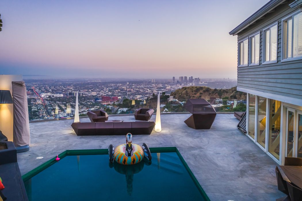 8460 Cole Crest Drive Los Angeles, CA 90046