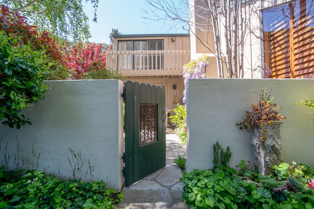9561 Oak Court Carmel, CA 93923