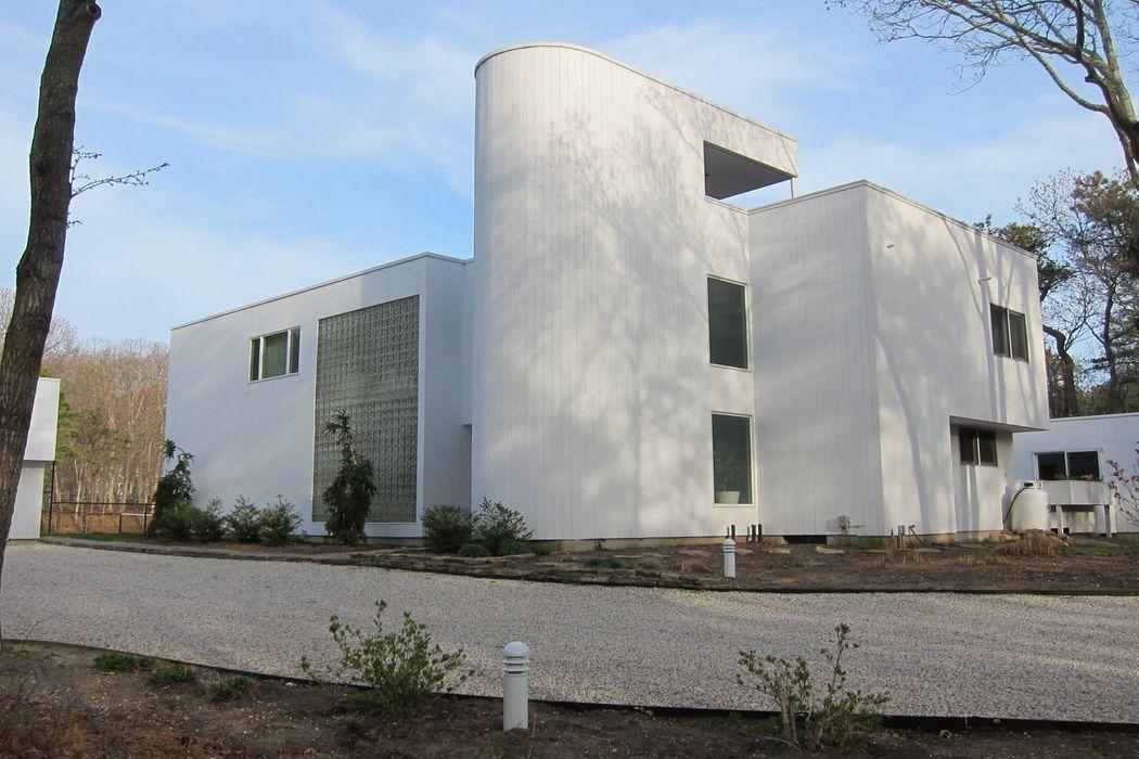 Chic Home, Tennis and  Pool- East Hampton, NY 11937
