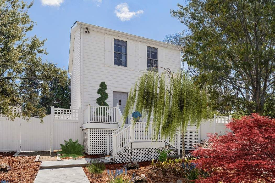 Updated Sag Harbor Rental