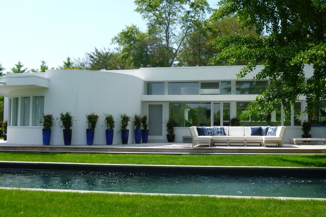 Sleek Contemporary Bridgehampton South