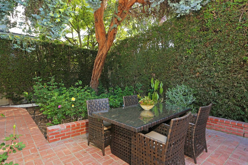 11362-11364 Homedale St Los Angeles, CA 90049