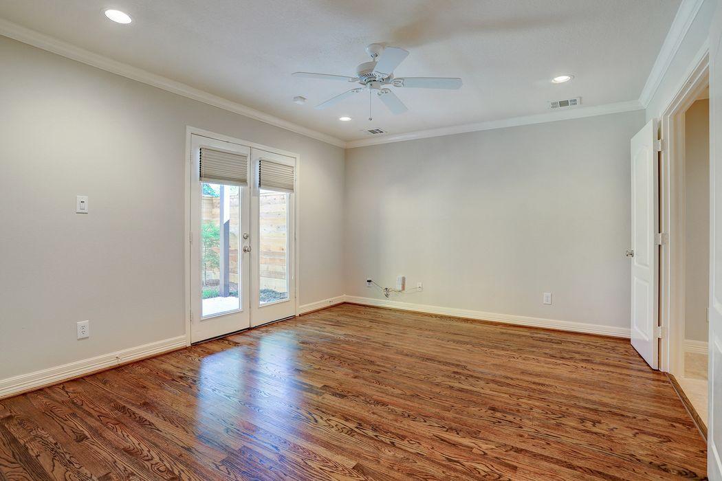 5619 Blossom Street Houston, TX 77007