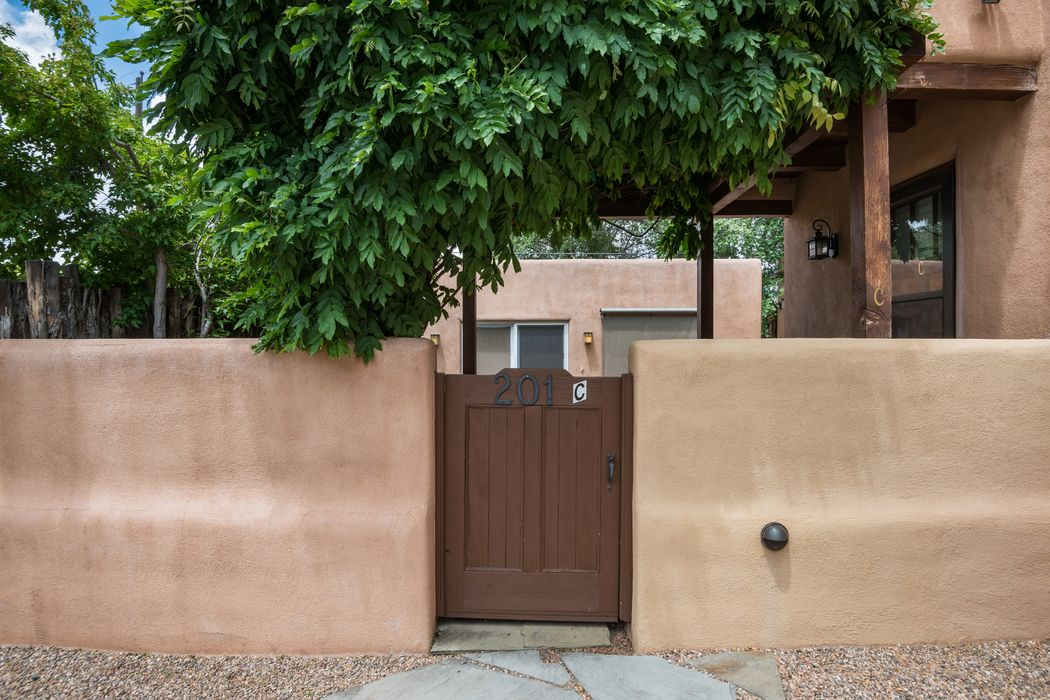 201-C Anita Place Santa Fe, NM 87505