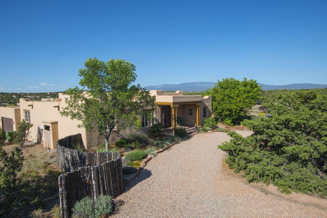 20 Los Prados Santa Fe, NM 87506