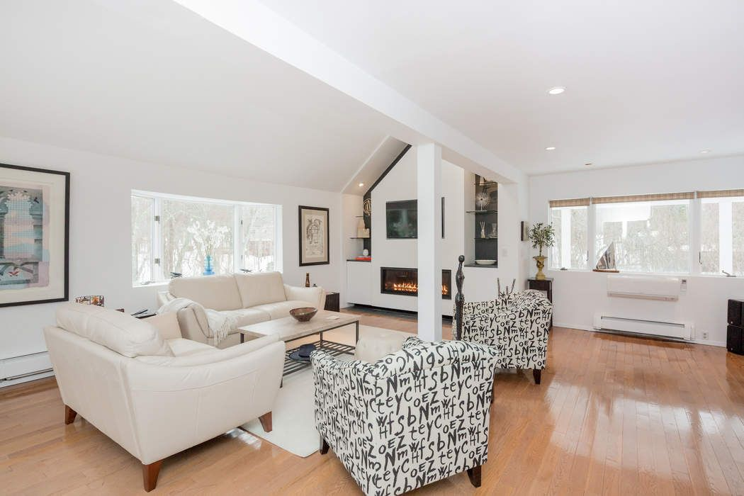 CHIC CONTEMPORARY IN NORTHWEST WOODS East Hampton, NY 11937