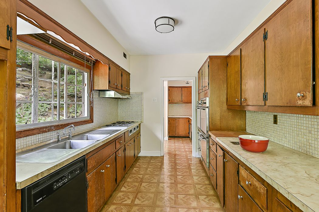 384 West 253rd Street Riverdale, NY 10471