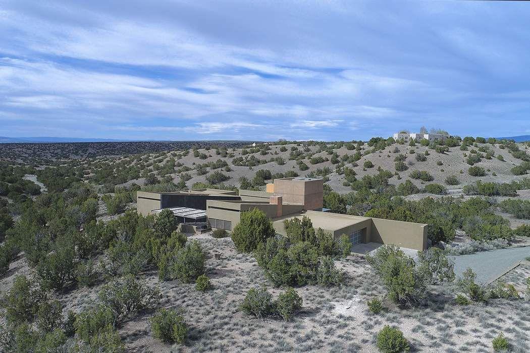 14 Brahma Lane Santa Fe, NM 87506