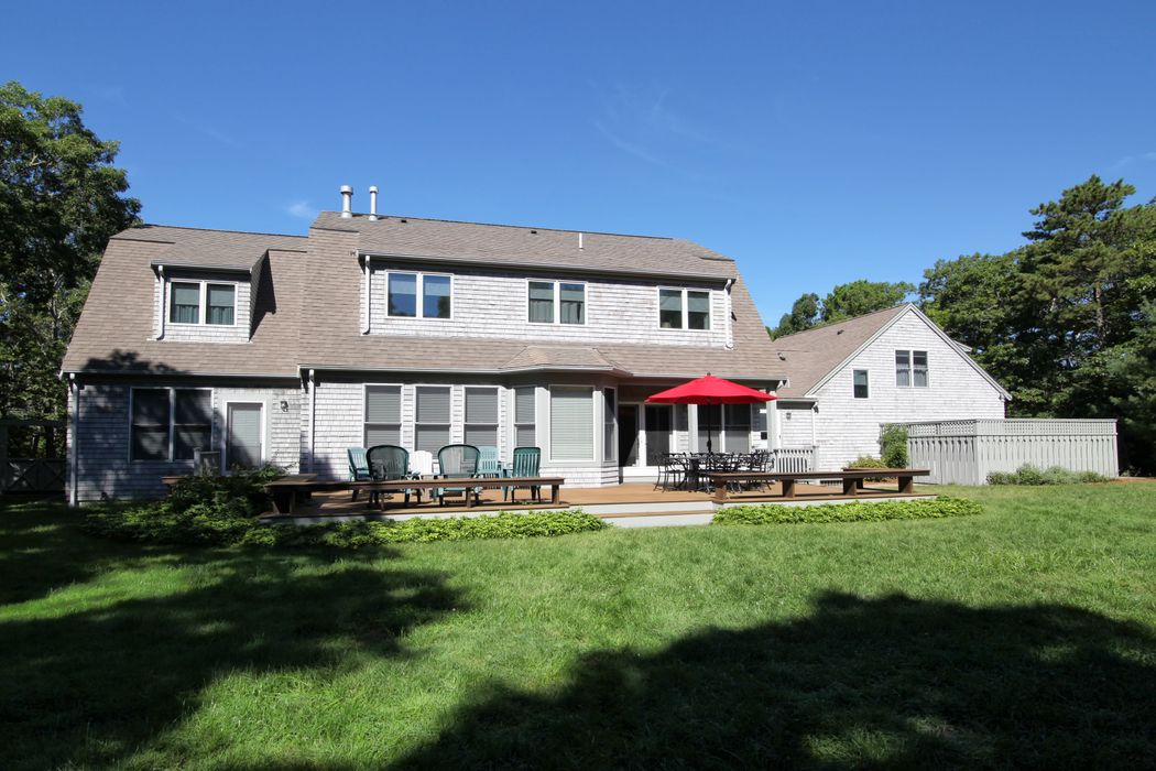 22 Bourne'S Pond Road East Falmouth, MA 02536
