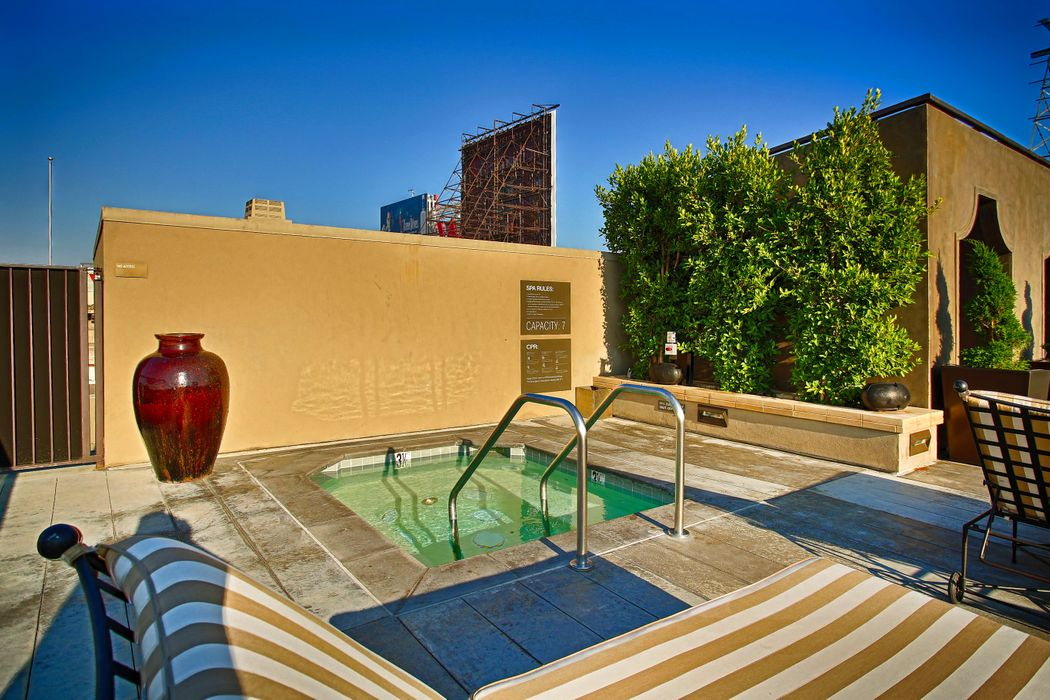 1645 Vine Street Los Angeles, CA 90028