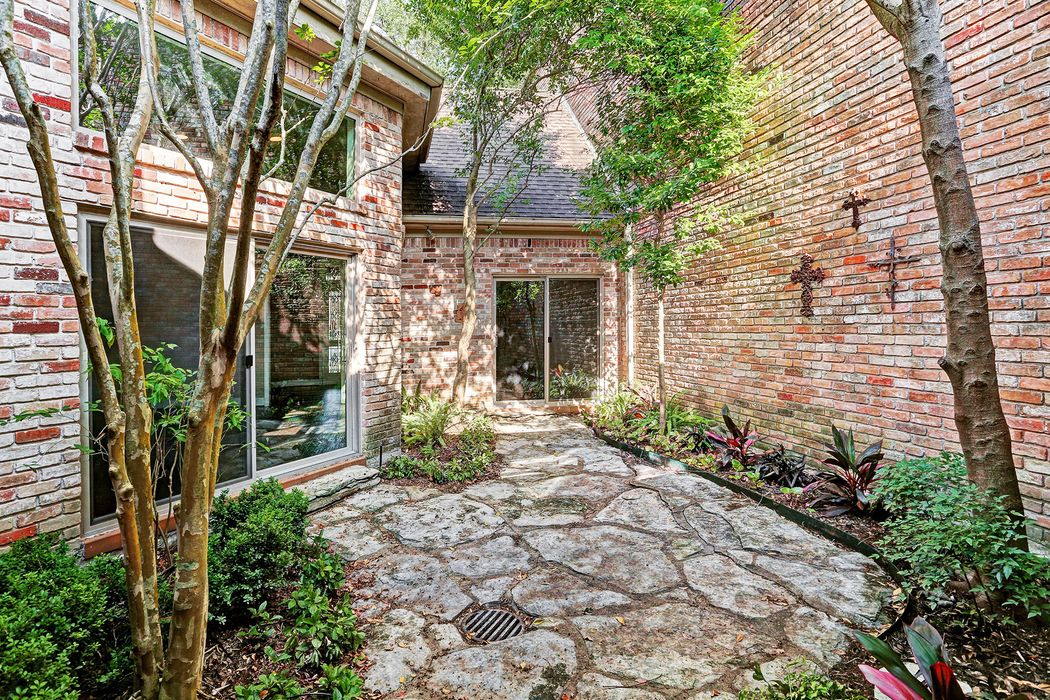 9476 Briar Forest Drive Houston, TX 77063