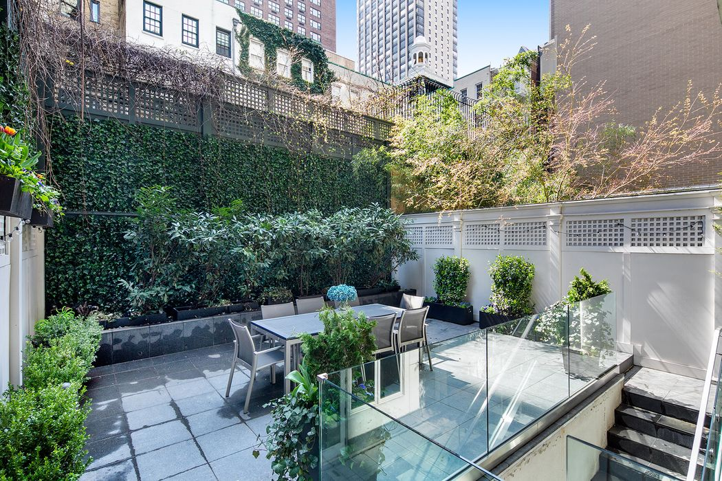 206 East 73rd Street, Maisonette-2E New York, NY 10021