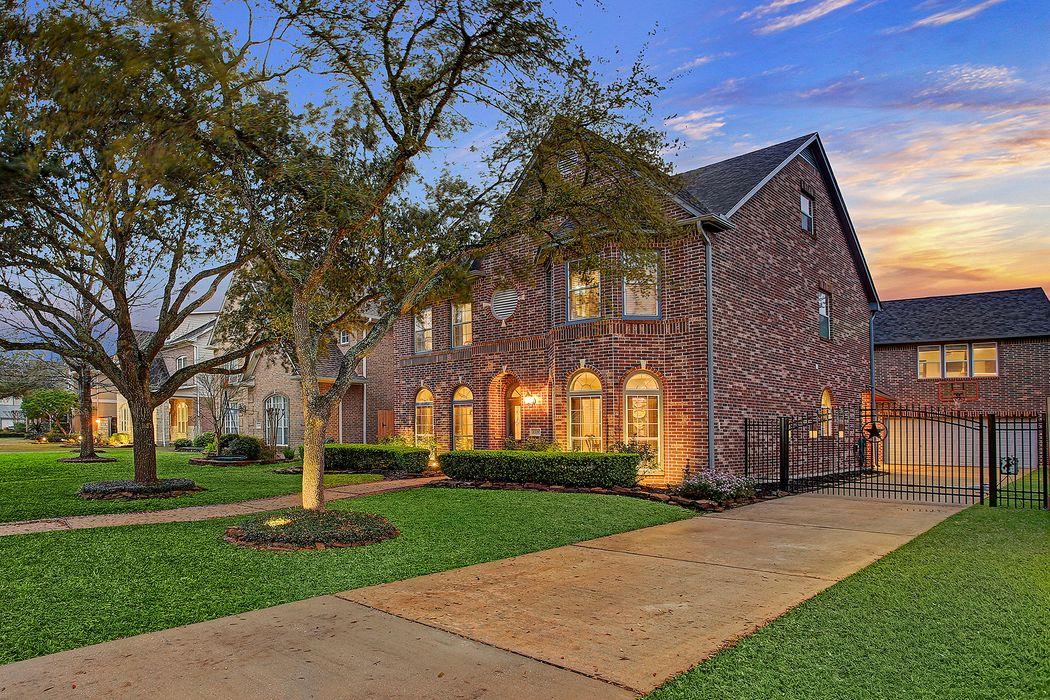 4526 Park Court Bellaire, TX 77401