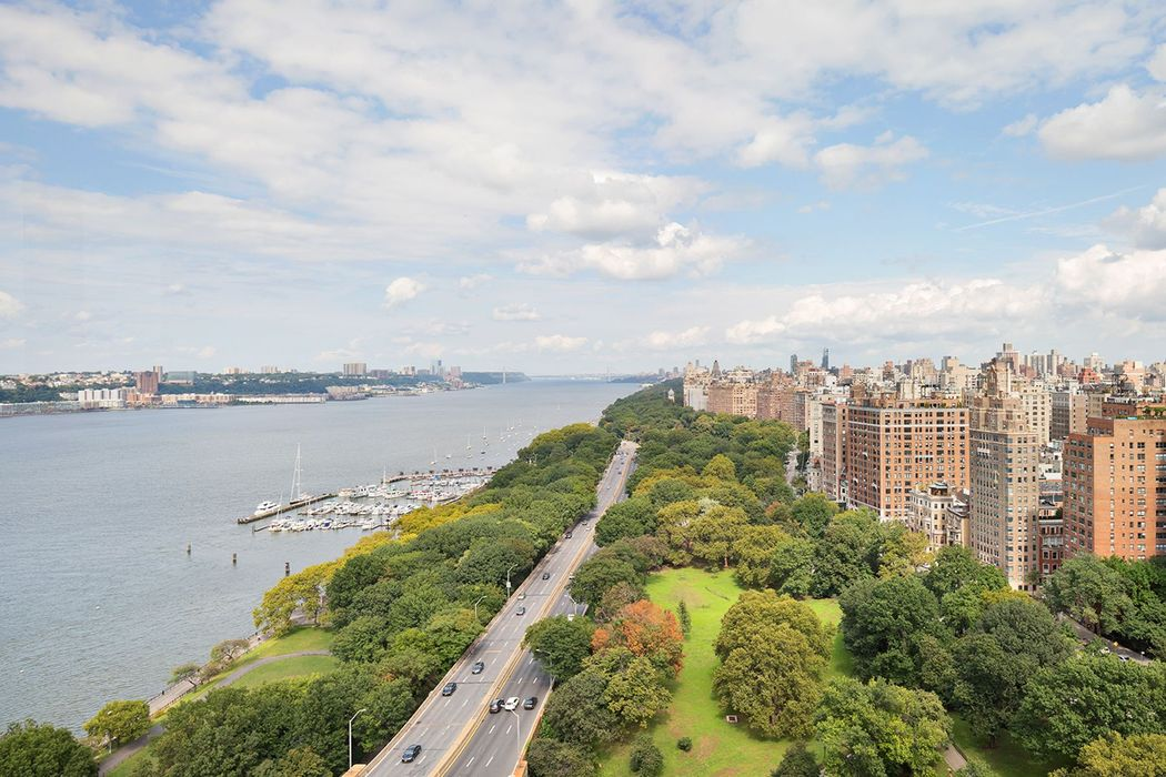 240 Riverside Boulevard New York, NY 10069
