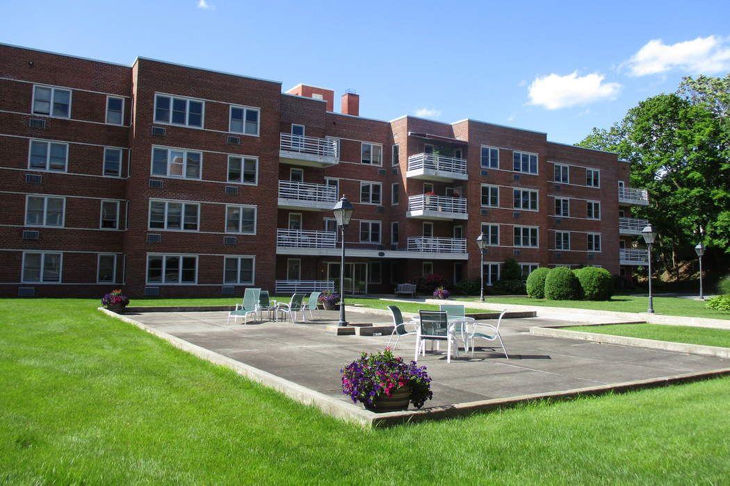52 Lafayette Place  (Unit 2e) Greenwich, CT 06830