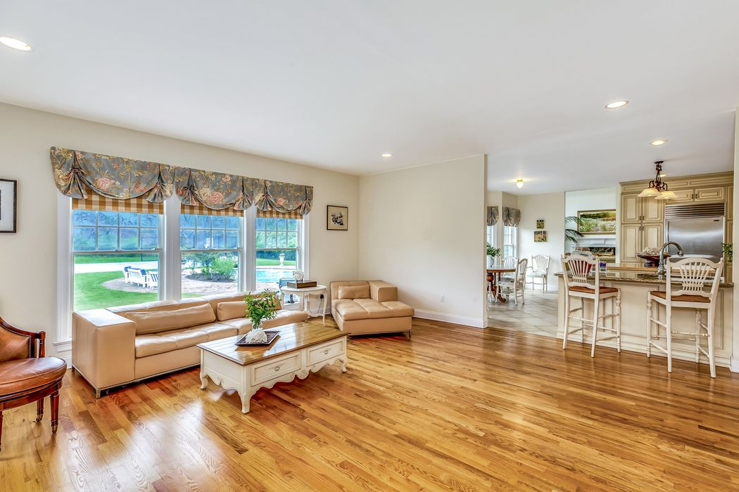 22 Parrish Pond Lane Southampton, NY 11968