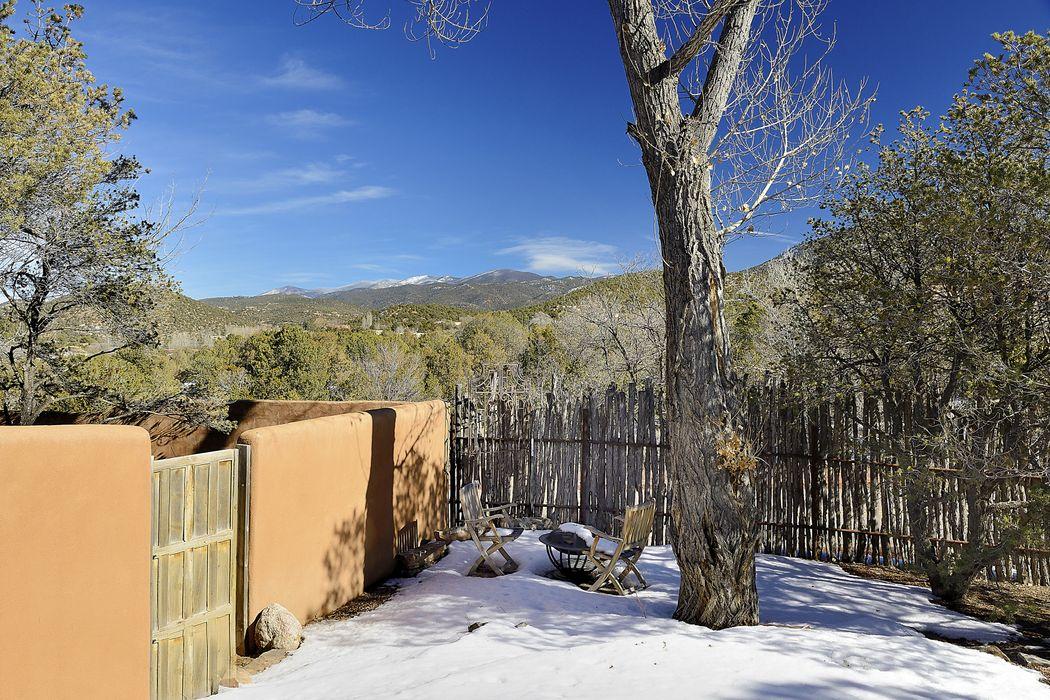 653 Camino De La Luz Santa Fe, NM 87505