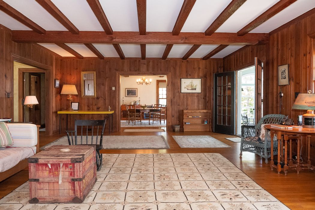 671 Old Post Road Cotuit, MA 02635