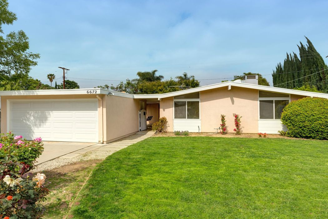 6672 Delco Avenue Winnetka, CA 91306