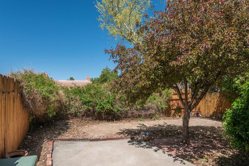 2948 Camino Piedra Lumbre Santa Fe, NM 87505