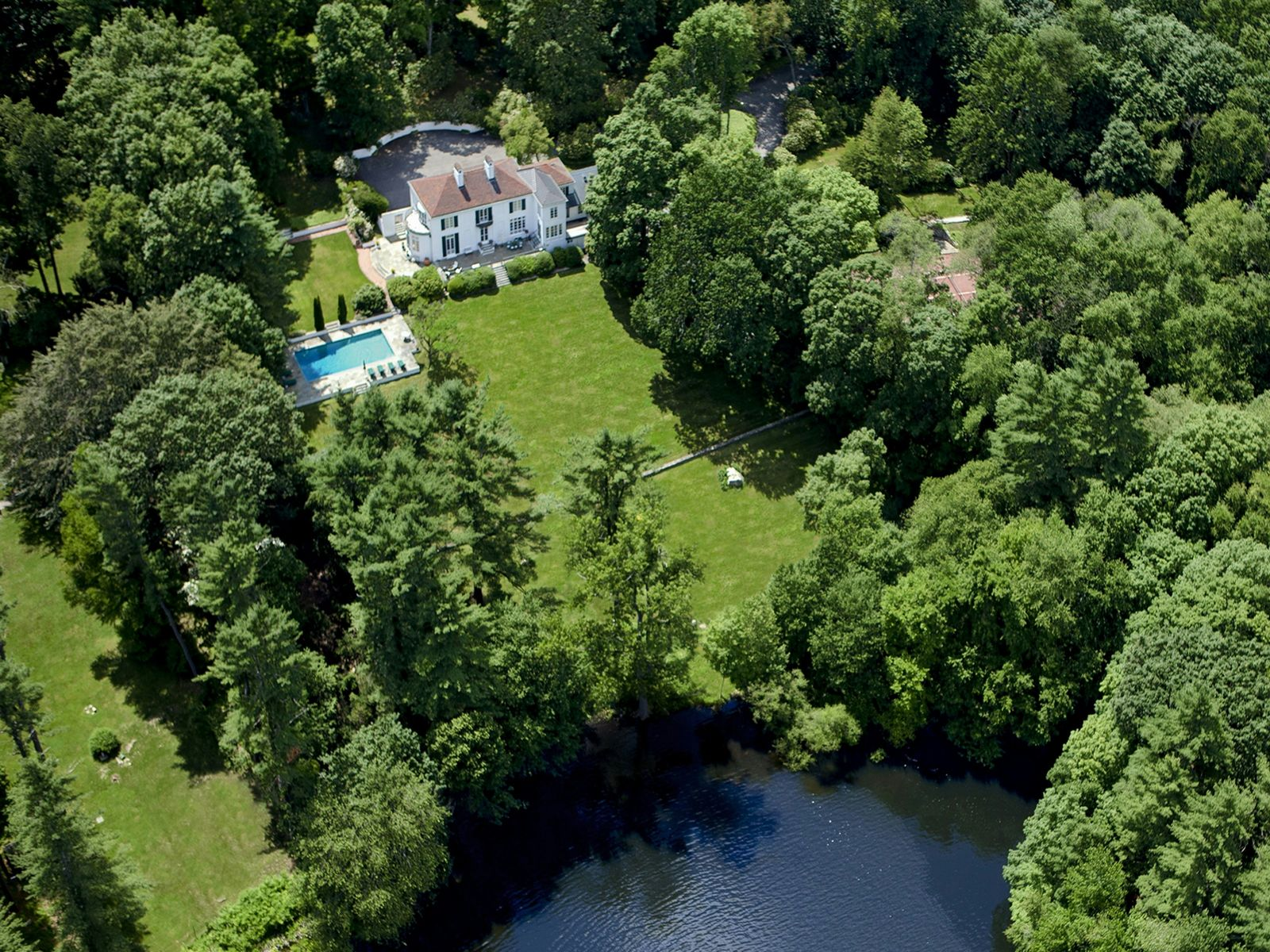 Lake View Estate, Greenwich CT Single Family Home - Greenwich Real Estate