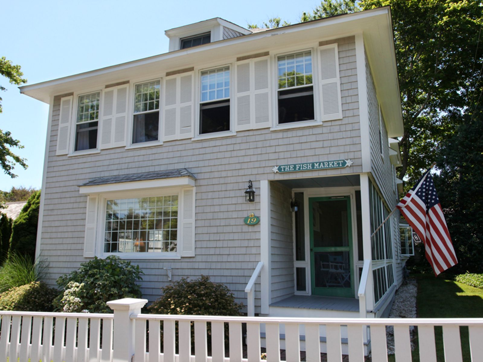 Charming Updated Cottage, Hyannis Port MA Single Family Home - Cape Cod Real Estate