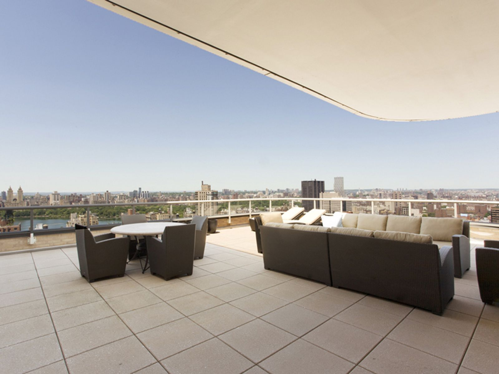 4 Bedrm Penthouse with Dramatic Terrace