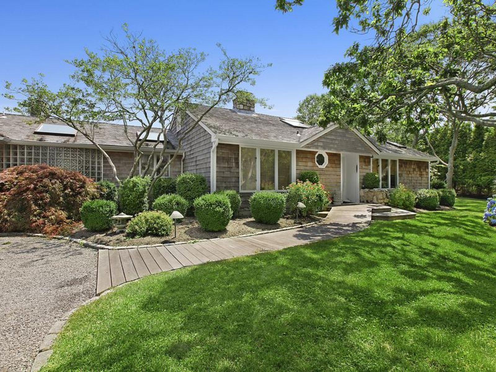 Montauk ocean views montauk ny single family home for Luxury hamptons real estate