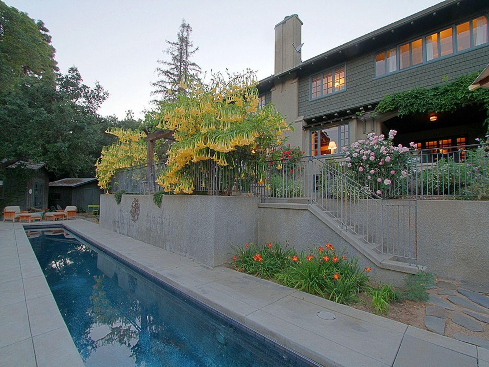 The Barnes House on Oak Ridge