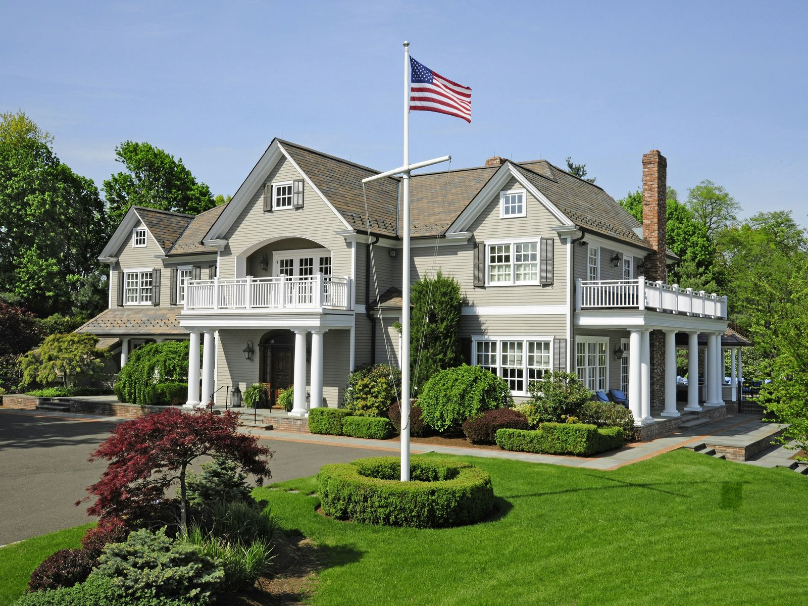 Resort style living by the sea greenwich ct single family for Luxury homes for sale in greenwich ct