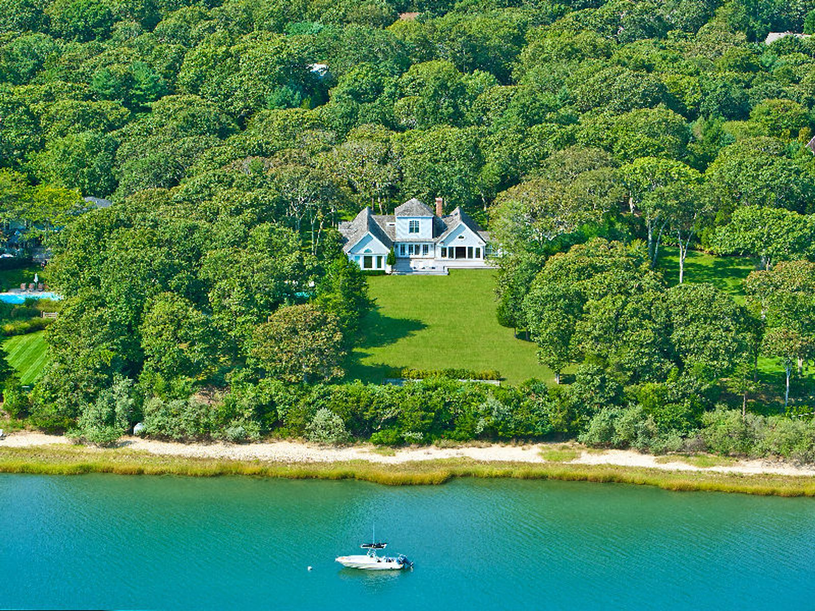 Outstanding Waterfront , East Hampton NY Single Family Home - Hamptons Real Estate