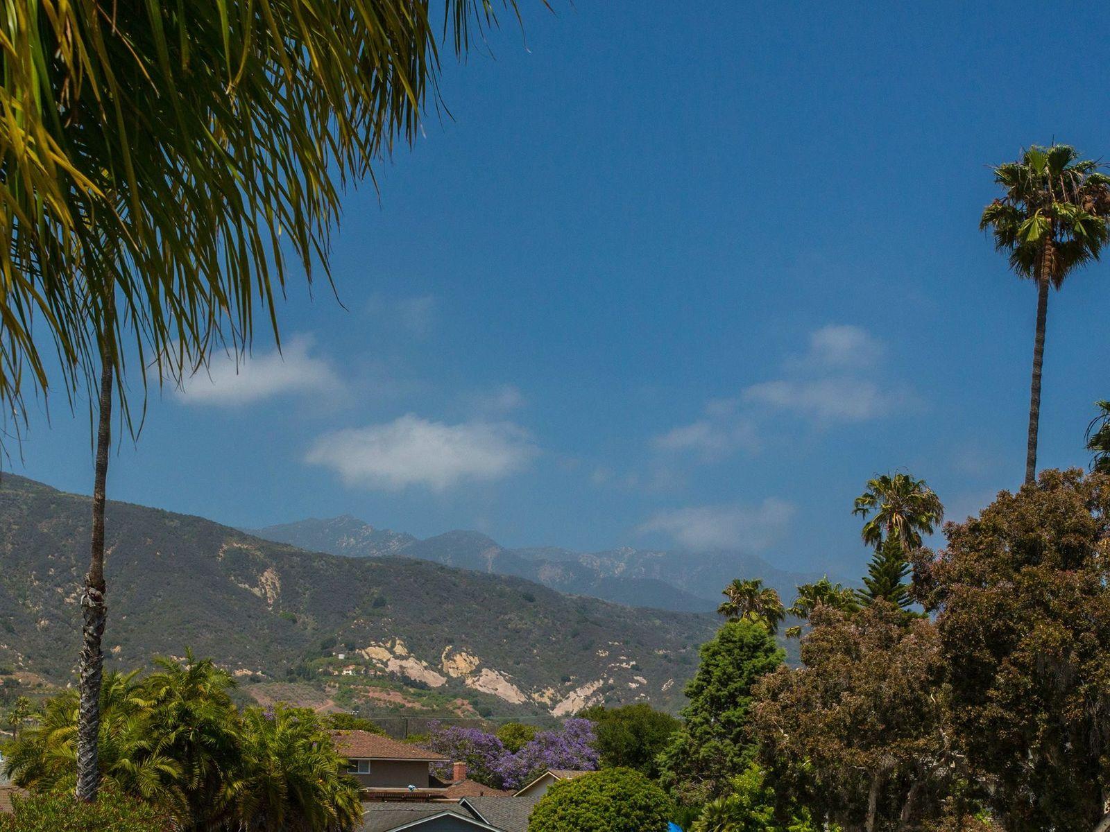 Spacious Home Embraces Mountain Views