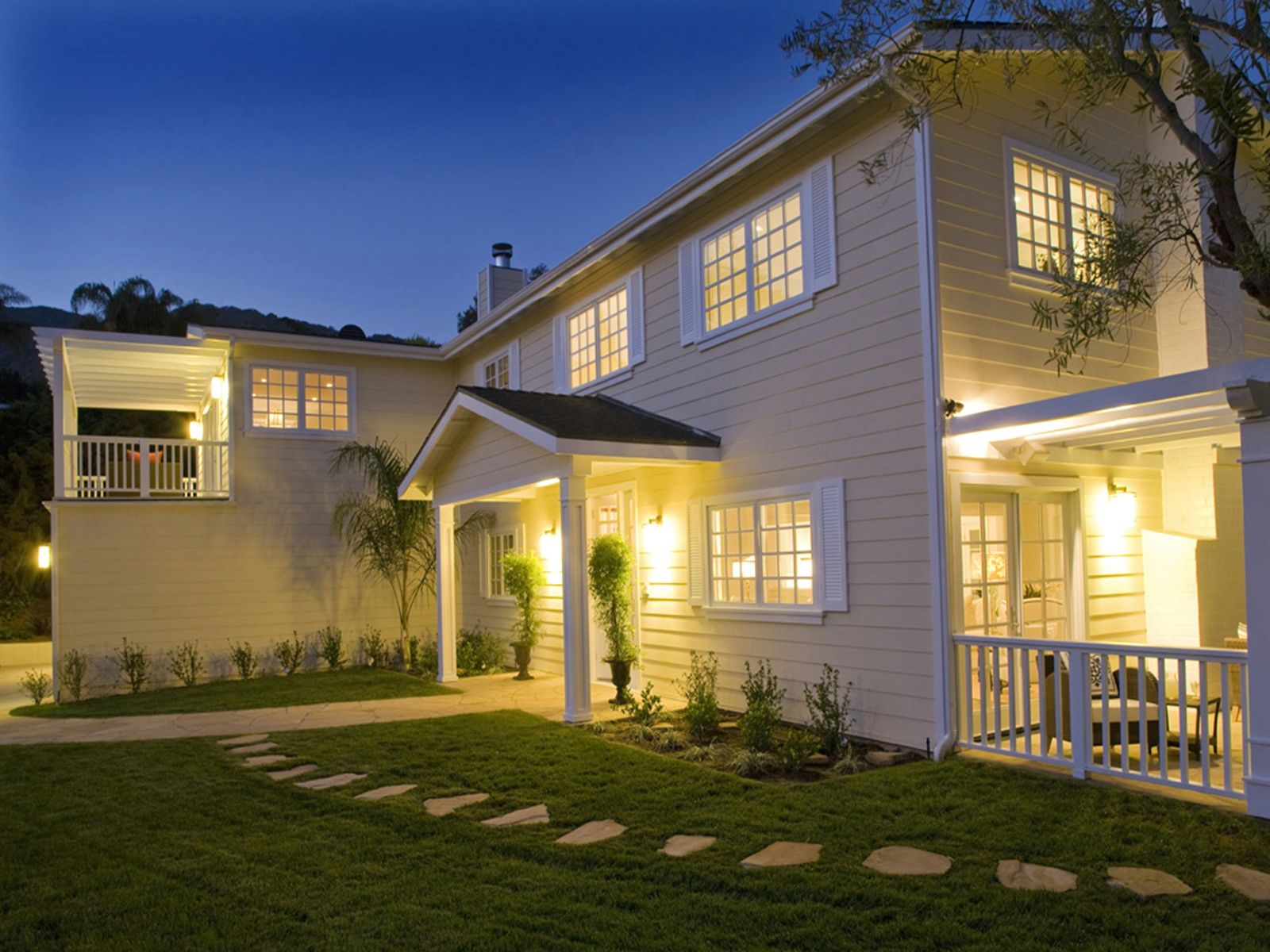 Tastefully Rebuilt Traditional Home, Pacific Palisades CA Single Family Home - Los Angeles Real Estate