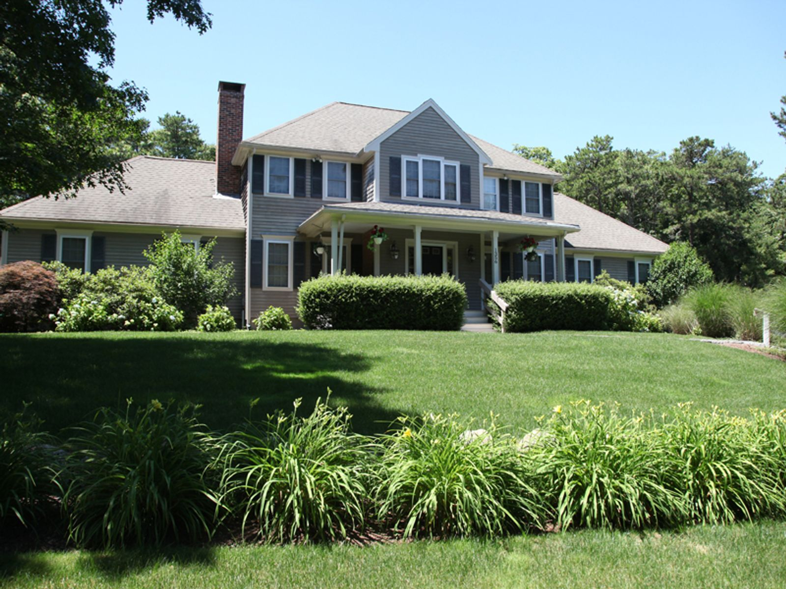 Spacious Colonial, Marstons Mills MA Single Family Home - Cape Cod Real Estate