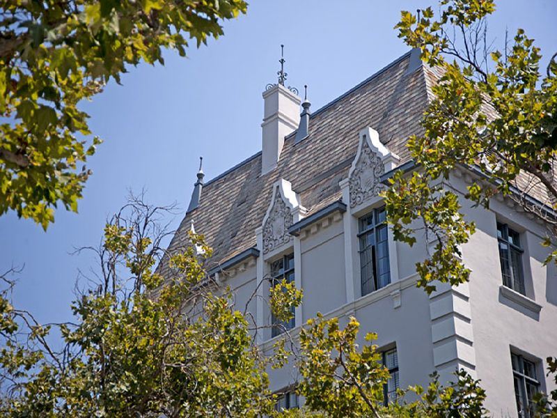 Legendary Faubourg St Denis Building