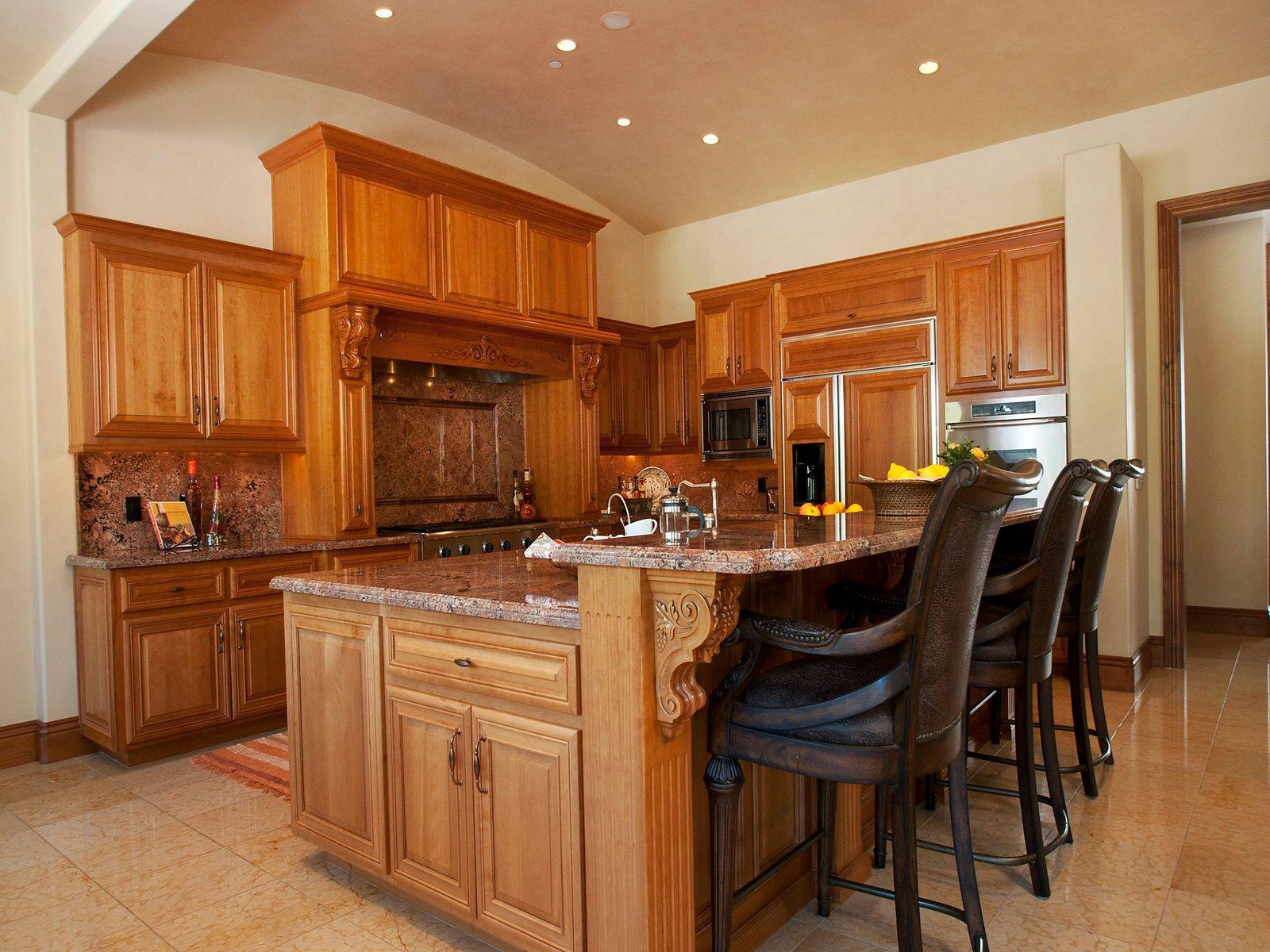 Gourmet kitchen with 7 x 10' island